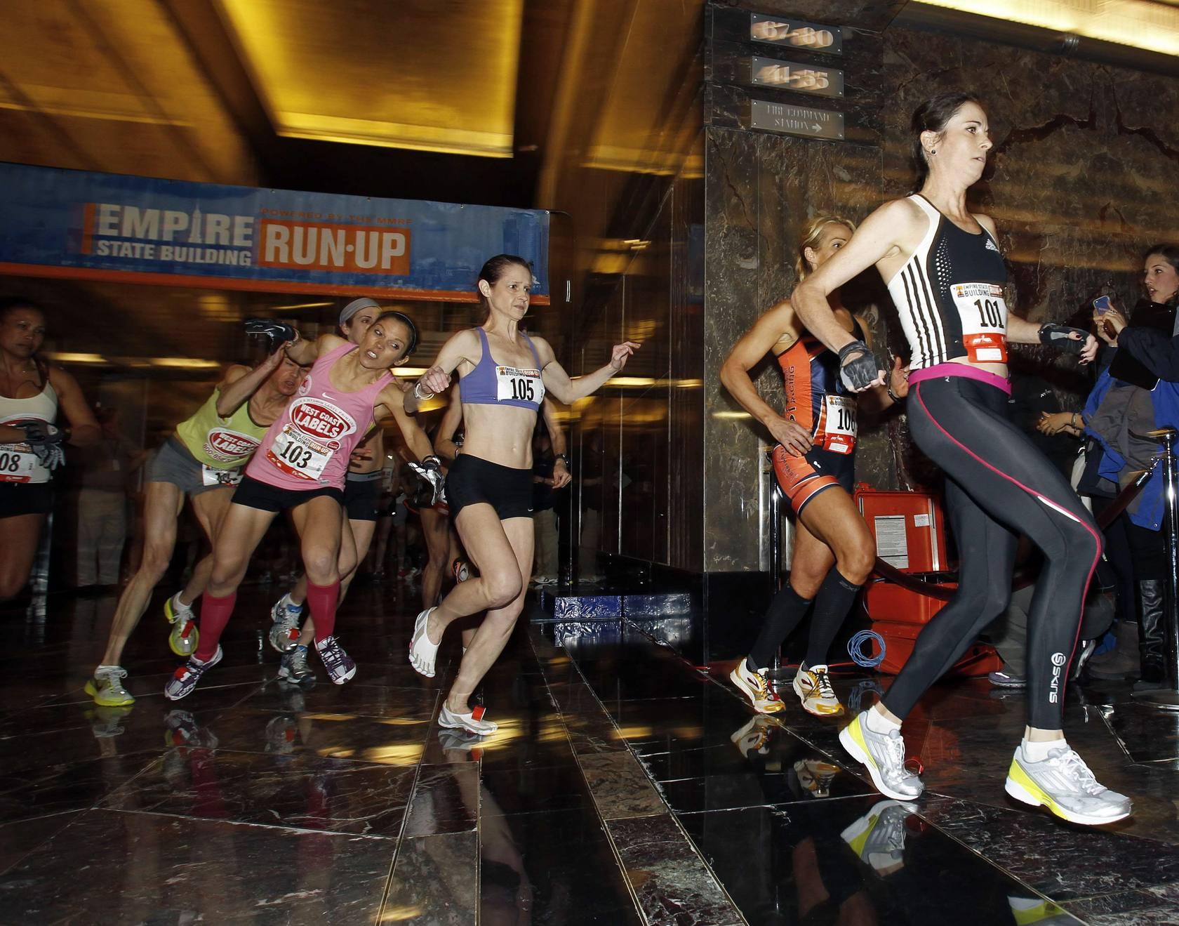 Los australianos dominan la carrera a la cima del EmpireState