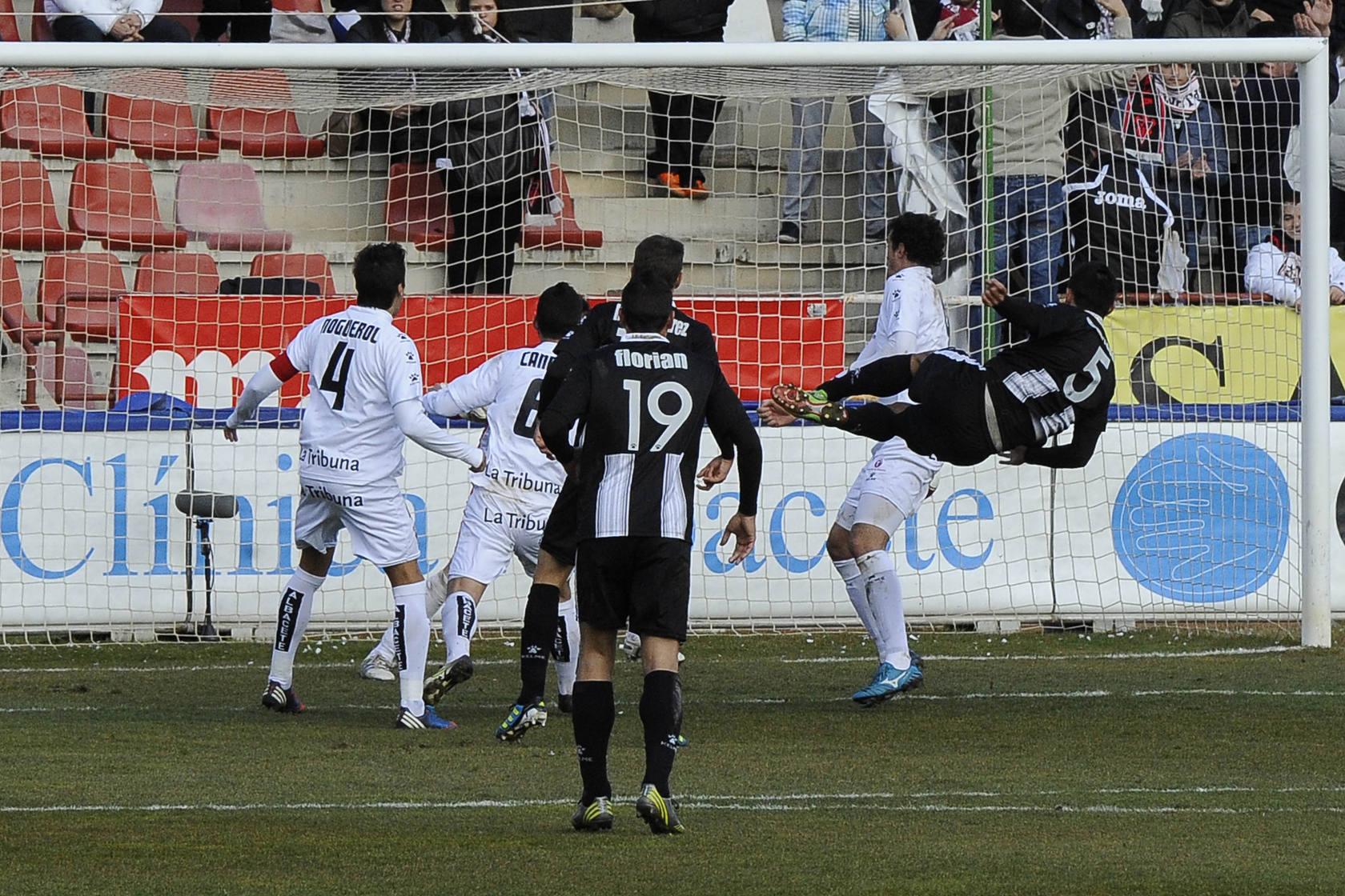 El Cartagena confirma su mejoría ante el Albacete (0-2)
