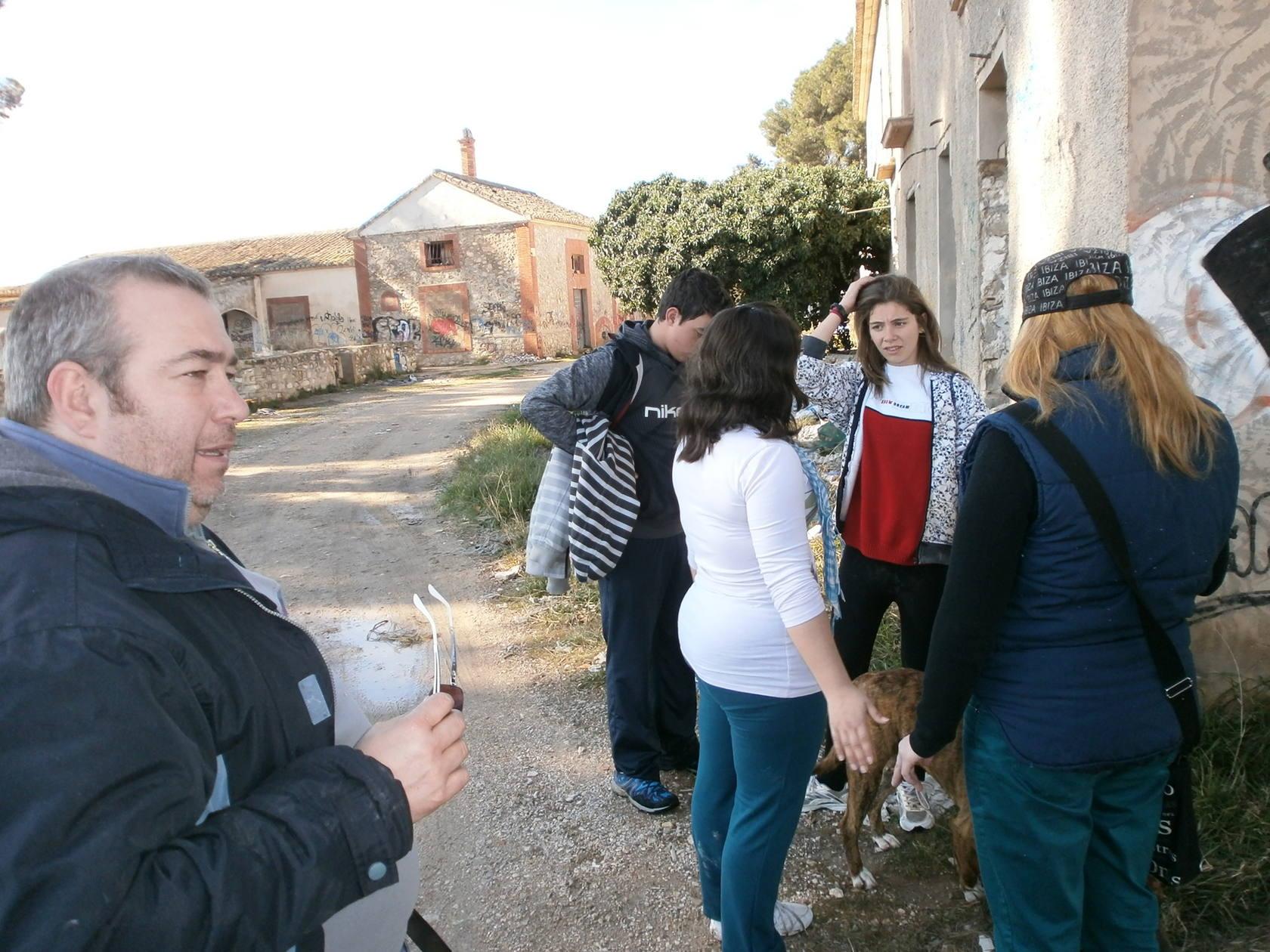 Vecinos de Villena buscan a una joven desaparecida