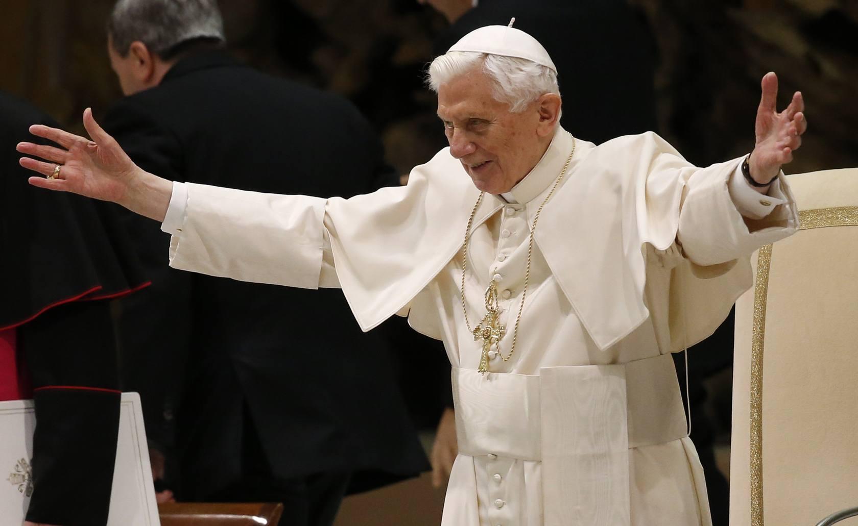 El Papa hace su primera aparición pública tras anunciar su renuncia