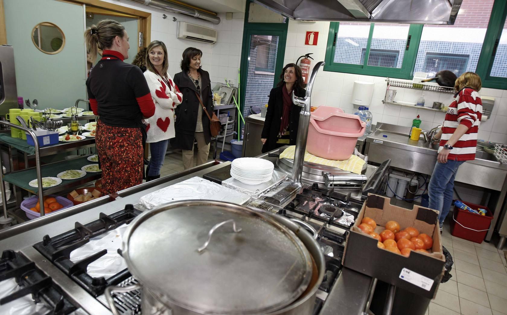 La directora general del Menor visita el centro de acogida de menores extranjeros Lucentum y el centro de acogida Els Estels