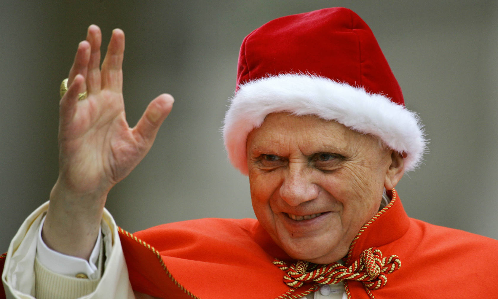 Benedicto XVI, el mundo por sombrero